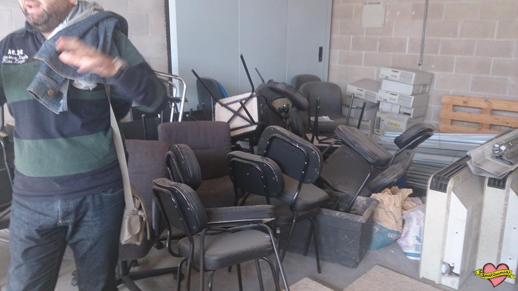 montón de sillas para tapizar
