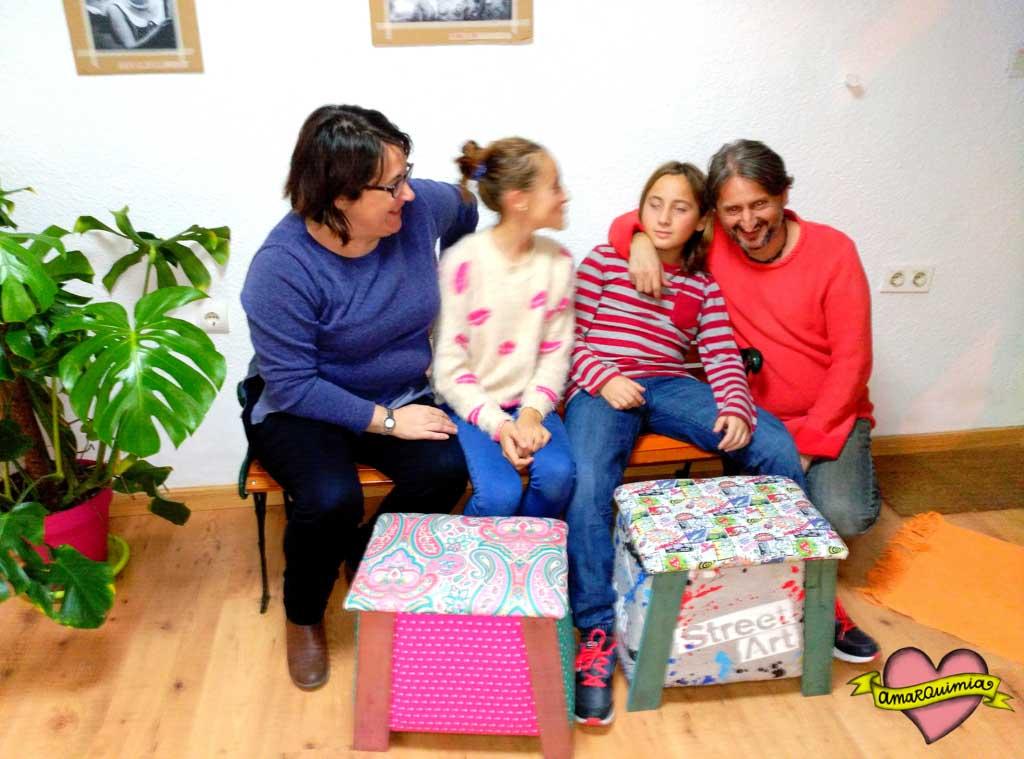 familia jugando taller diy banquito tapicería Alicante