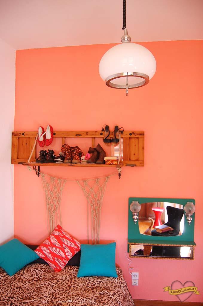 dormitorio decoración vintage y reciclaje casa de revista en Alicante