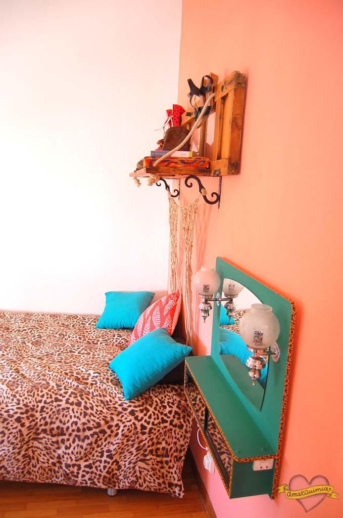 dormitorio vintage con piezas deco leopardo
