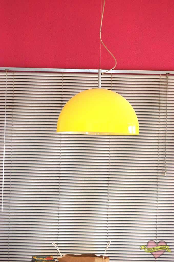 lámpara vintage amarilla casa de revista en el centro de Alicante
