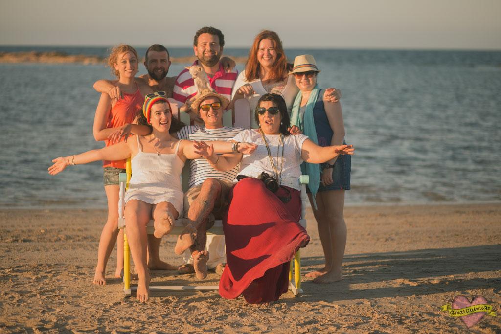 sesión de fotos empresa restauración de muebles en la playa